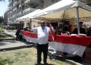 """أهالي النزهة يلتقطون """"سيلفي"""" بعد إدلائهم بأصواتهم بالاستفتاء: تحيا مصر"""