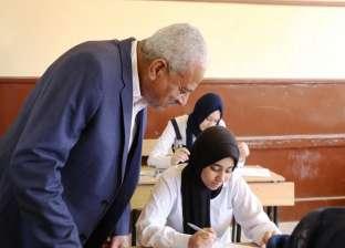 """طلاب السويس يؤدون امتحان الأحياء على """"التابلت"""" في 18 مدرسة"""