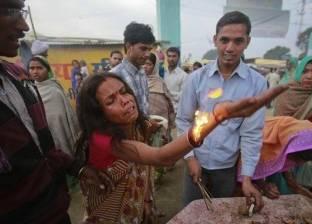 بالفيديو  أغرب الطقوس لطرد «الأرواح الشريرة» من النساء بالهند
