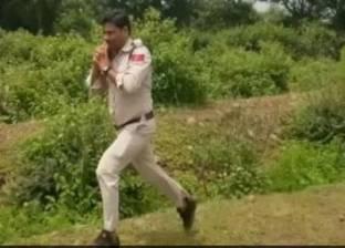 بعيدا عن الأفلام.. بطل هندي «خارق» ينقذ 400 طفل