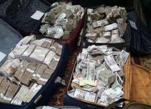 ملياردير يفقد نصف ثروته في شهر