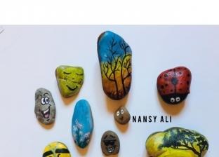 بتلمه من الشوارع.. «نانسي» تبدع في الرسم على الزلط: له خصوصية فنية