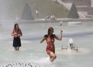 """""""اعتراضا على ارتفاع درجات الحرارة"""".. نشطاء يشتبكون مع الشرطة الفرنسية"""