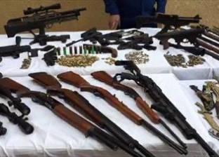 """""""أمن الفيوم"""" يضبط عاملا حول منزله لورشة تصنيع وتجارة الأسلحة النارية"""