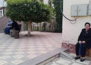 """عشرات النساء أمام لجان """"جمال عبدالناصر"""" في الدقي"""