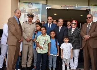 """محافظ الشرقية بين تلاميذ """"المصرية الإنجليزية"""" في طابور الصباح"""