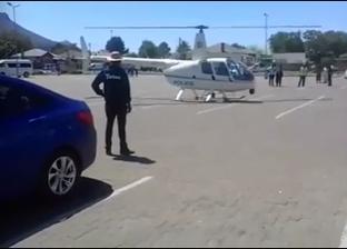 بالفيديو| ضابط شرطة يهبط بمروحيته لشراء وجبة كنتاكي في جنوب إفريقيا