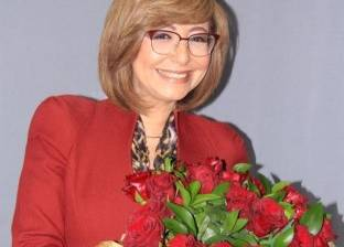 """عمرو أديب يهدي لميس الحديدي باقة ورد احتفالا بـ""""عيد الحب"""""""