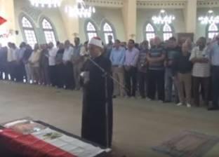 بالفيديو| صلاة الجنازة على عمرو سمير بحضور مصطفى حسني ومدحت صالح