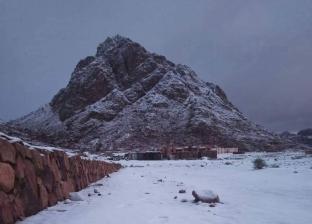 """بالصور.. """"درجة الحرارة 2 تحت الصفر"""".. الثلوج تغطي جبال سانت كاترين"""