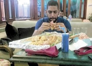 صعيدي أكل ساندويتش طوله 80 سم ووزنه 3 كيلو فى نص ساعة