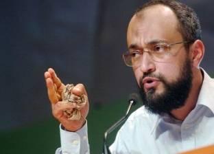 فرنسا تجمد حسابات حفيد حسن البنا في اتهامه بتمويل الإرهاب