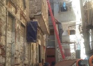 إخلاء عقار آيل للسقوط بحي جمرك الإسكندرية