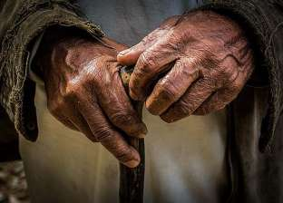 """مسن من بنجلاديش يقاضي ابنه الوحيد: """"مبقاش يصرف عليا بعد ما اتجوز"""""""