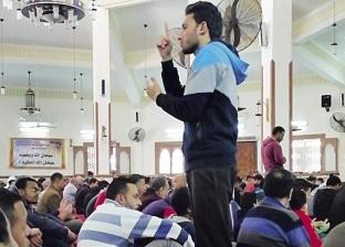 رفيق «الصم والبكم» يترجم خطبة الجمعة للغة الإشارة: عشان محدش يلعب بعقولهم