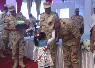 الجيش الثالث يوزيع مستلزمات المدارس على الطلاب غير القادرين بالسويس