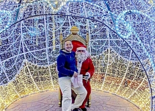 صور.. الأنوار تزين شرم الشيخ في احتفالات عيد الميلاد