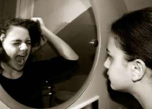 """""""متبصش فيها كتير"""".. حقيقة ظهور """"القرين"""" خلال النظر في المرآة"""