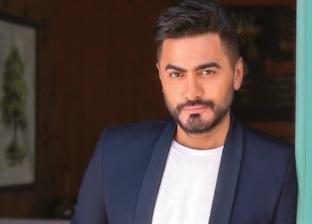 تامر حسني يفاضل بين الفلوس والبنكنوت لاسم فيلمه الجديد