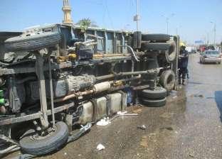 اصطدام سيارة ملاكي بكوبري السيدة عائشة.. وإصابة شخصين