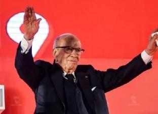 الشاهد يزور الرئيس التونسي ويدعو لوقف بث الشائعات بشأن صحته