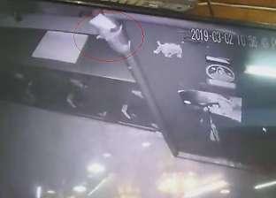 "بالفيديو  ""فأر"" يسرق محل مجوهرات بالهند"
