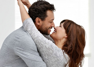 """5 أسباب تجذب الرجل للارتباط بالمرأة الأربعينية.. """"عاقلة وخبرة"""""""