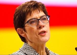 """من هي أنجريت كرامب كارينباور خليفة """"ميركل"""" في الحزب الحاكم بألمانيا؟"""