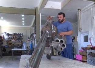 بالفيديو| طوله 3 أمتار.. حداد تركي يصنع أضخم مسدس في العالم