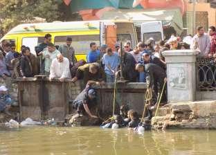 بالصور| قوات الإنقاذ النهري تنتشل جثة عجوز ألقى نفسه ببحر يوسف في الفيوم