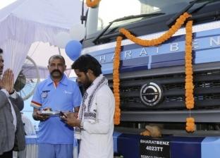 """رغم تفشي فيروس كورونا.. """"مرسيدس"""" تسلم 120 شاحنة جديدة إلى الهند"""
