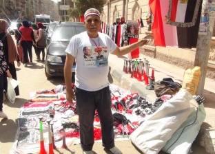 """""""طه"""" جاء من القاهرة ليبيع أعلام في المنصورة ويشارك فرحة الانتخابات"""