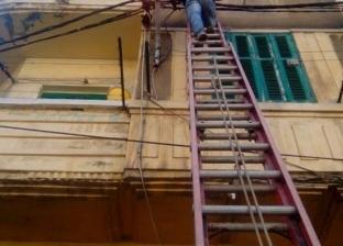 بالصور| رفع كفاءة الكهرباء والإنارة بحي الجمرك في الإسكندرية