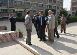 جولة مفاجئة لرئيس جامعة أسيوط داخل الحرم الجامعي