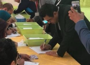 المصريون في الإمارات يتوافدون على لجان الاستفتاء