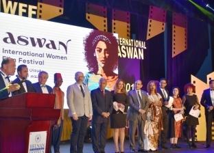"""محافظ أسوان يكرم الفائزين في ختام حفل """"أسوان لأفلام المرأة"""""""