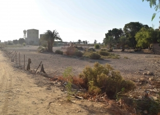 محافظ المنيا يتفقد الموقع المقترح لإنشاء مجمع مواقف لسيارات الأجرة