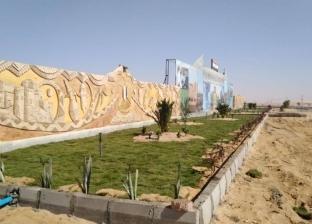 تنفيذ جدارية تحمل شعار البيئة الواحاتية بمدخل مدينة الخارجة