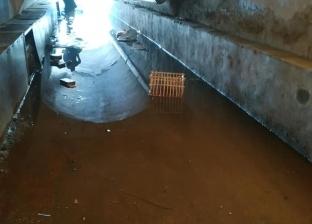 بدء تطهير شبكات الصرف في طره بعد ارتفاع منسوب المياه