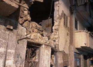 بالصور| سقوط أجزاء من عقار وسط الإسكندرية