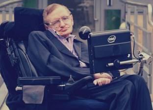 ستيفن هوكينج.. فيزيائي الكون من الكرسي الآلي