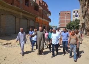 محافظ السويس يتابع رصف الطرق ويؤكد على إزالة الإشغالات المخالفة
