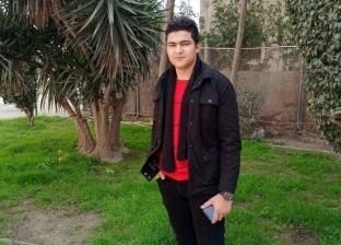 «إيد تتلف في حرير».. «محمد» طالب صباحا وبعد الظهر مصمم وصانع تحف خشبية