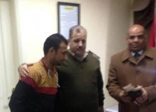 سائق تاكسي يعثر على 60 ألف جنيه ويسلمها لقسم شرطة المنيا
