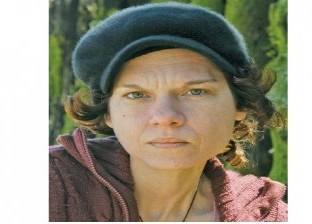 """استمرار حبس الروائية التركية """"أصلي أردوغان"""""""