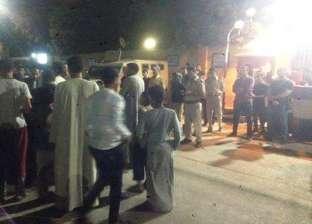 تجمهر العشرات أمام مركز شرطة إدفو بأسوان عقب وفاة متهم
