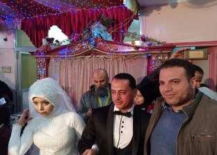 """بالصور  بـ""""البدلة والفستان"""".. عروسان يجريان التحاليل بحملة """"فيروس سي"""""""