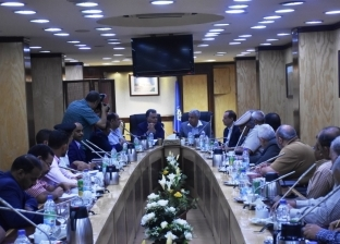 وزير النقل يعقد اجتماعا لمنع ظاهرة شحوط البواخر السياحية في أسوان