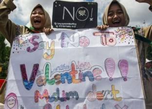 """في عيد الحب.. الشرطة الإندونيسية تصادر """"الأوقية الذكرية"""""""