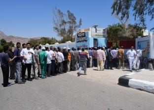 بالصور| إقبال كثيف على لجان الاستفتاء في نويبع
